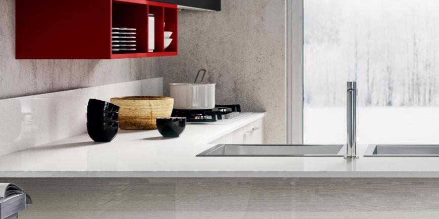 Manutenzione del piano cucina: COME pulirlo e cosa EVITARE a seconda ...